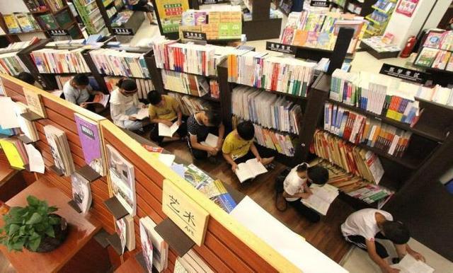 新华书店顾客只看不买,冬天还提供暖气照明,为什么却没倒闭?