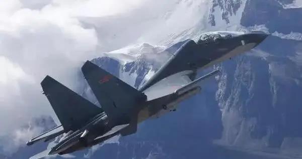 必须向中国空军金头盔敬礼,只为致敬飞行英雄,我们不能忘记余旭