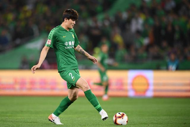韩国年轻中卫金玟哉发挥不错,很多球迷以为他