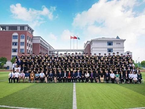 上海枫叶国际学校举行2020届高中毕业典礼