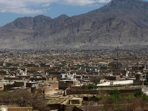 巴基斯坦与阿富汗边境地区,巴军巡逻车突遭炸弹袭击,4人死伤