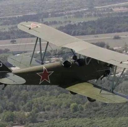 """一款""""木头""""飞机为何让美抓狂?中朝空军多次用它夜袭,战果累累"""