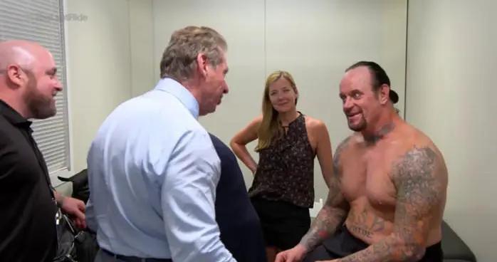 送葬者突然宣布从WWE退役,摔角圈一片愕然