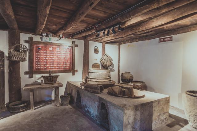 被称为布依族古民居活化石,贵州黔南两百年老宅,堪称中国第一