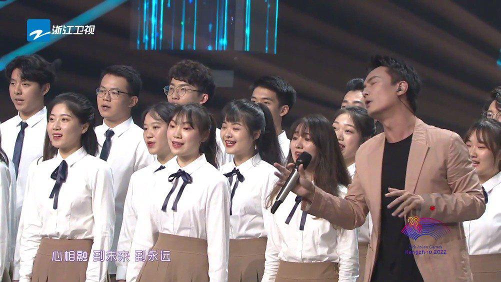 校园联盟发起人李泉,与浙江音乐学院合唱团带来《爱的家园》