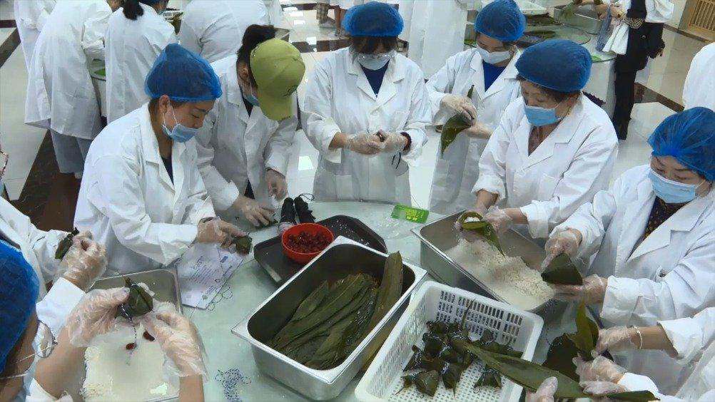 西安西京学院给全校学生发粽子