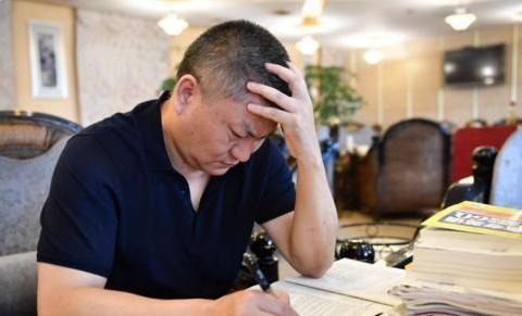 """高考中""""钉子户"""",为了考上985参加23次高考,网友:今年还考吗"""