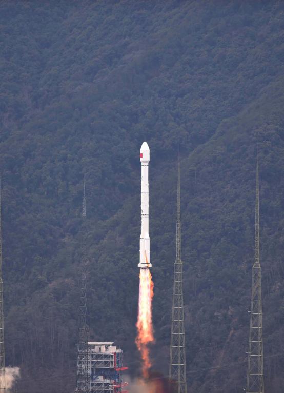 ▲资料图片:2016年2月1日,我国在西昌卫星发射中央用长征三号丙运载火箭(及远征一号上面级)乐成将1颗北斗导航卫星送入预定轨道。新华社记者 薛玉斌 摄