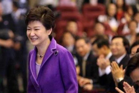 韩国首尔法院传出消息,朴槿惠这次大获全胜,文在寅支持率猛跌
