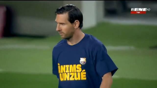 📣比赛开始啦! ❤️球员们入场时穿着支持温苏埃的应援T恤!