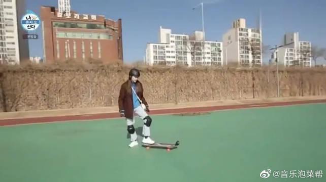 孙淡妃玩滑板毫无技术可言,张度妍:看起来好没意思