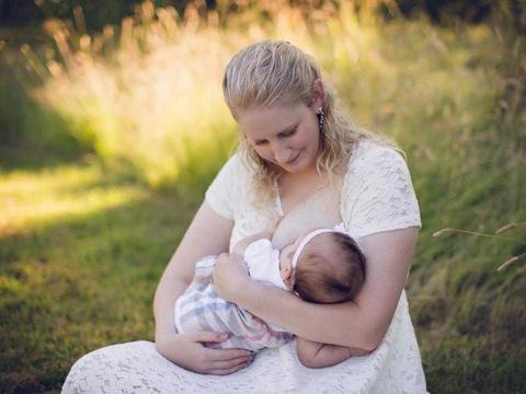 29岁的宝妈每天产奶水为正常量10倍, 捐出母乳喂别人家娃
