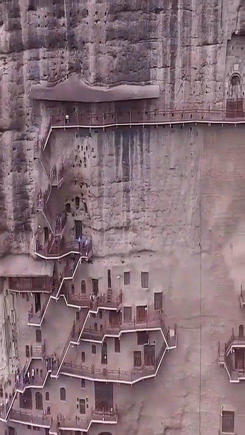 中国四大石窟之麦积山石窟!麦积山石窟始建于384-417年