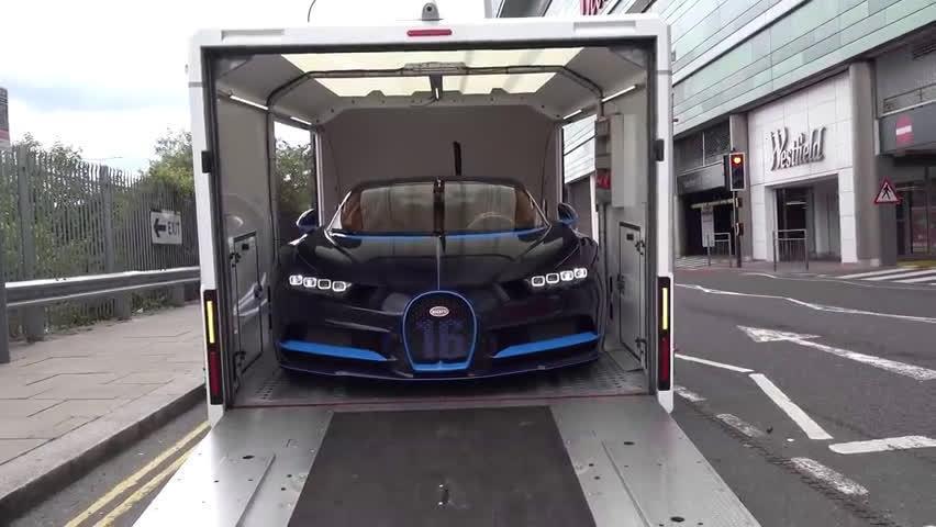 布加迪Chiron超级跑车的大型开箱视频