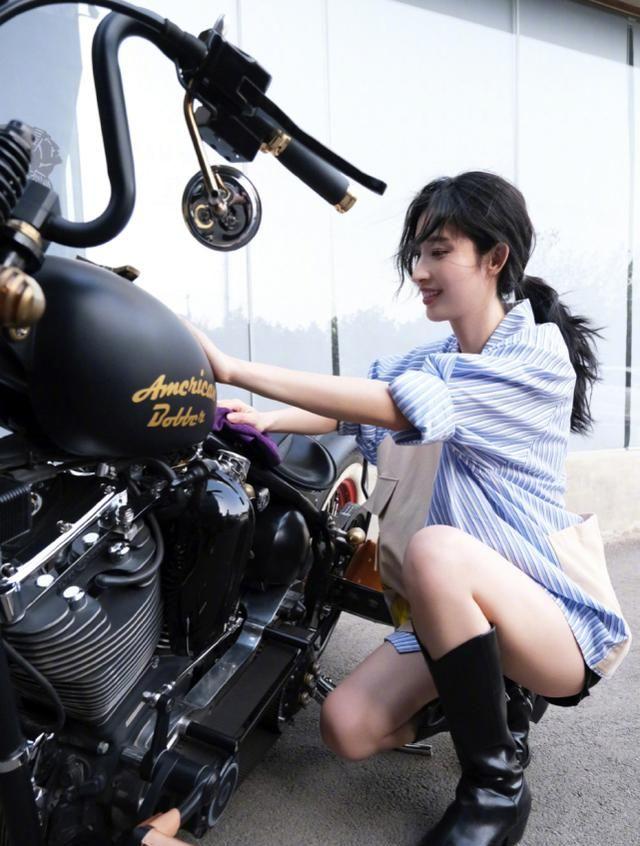 张莉喜欢重型机车 夏天穿冬靴 这在娱乐