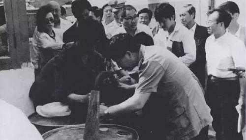 中国科学史上最大的闹剧,水变油骗局被揭穿后,发明者结局如何?