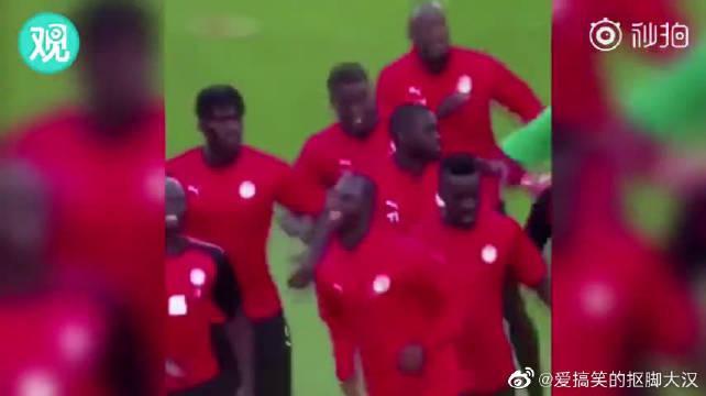 """塞内加尔国家队的赛前""""热身""""……真是跟什么BGM都搭"""