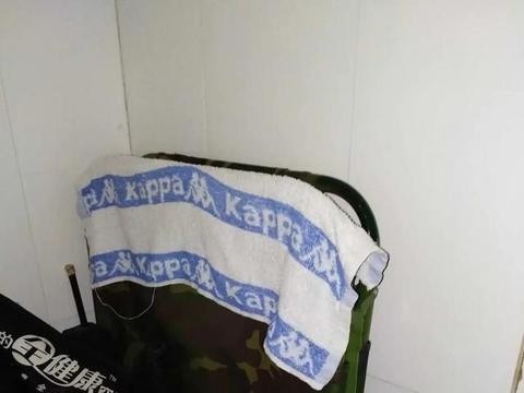 在陕西西安病房里我想起了自己的睡床,一张床也是一个城市的回忆