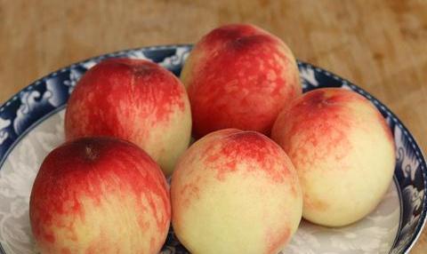夏天吃桃子的要留意了,我也是今天刚知道,看完告诉家里人