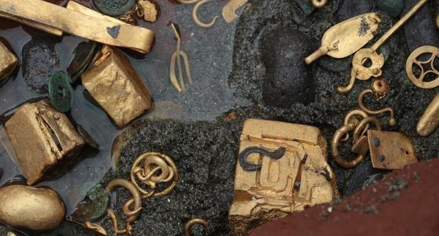 实拍张献忠沉银发掘现场:河床堆满金银,图9国宝曾以800万元盗卖
