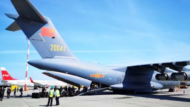 欢迎回家!圆满完成红场阅兵任务后 解放军仪仗队乘运20返回北京