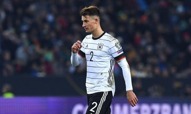 每日快报:热刺找中后卫 穆里尼奥看上德国23岁国脚科赫