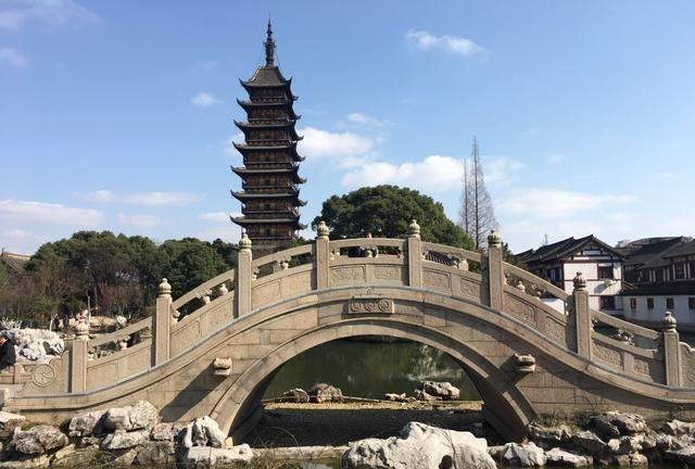上海一座以观赏历史文物为主题的园林,内有大型砖雕艺术珍品