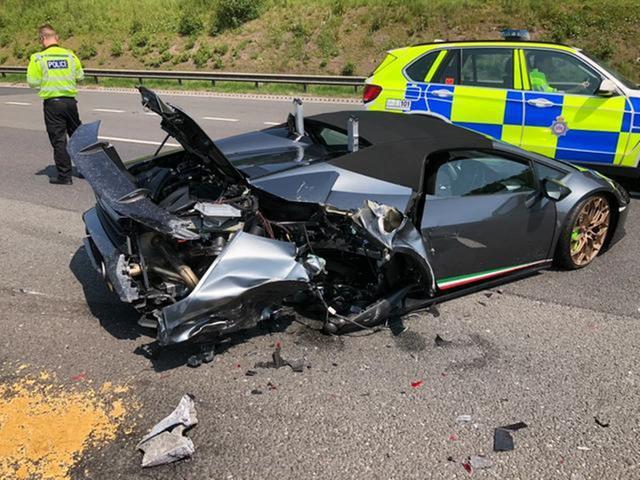 英国倒霉司机:20万英镑新买的兰博基尼刚开20分钟,就变成了烂铁
