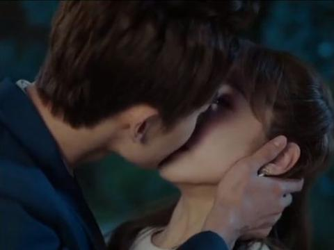 """赵志伟宣璐""""处处吻""""场面太震撼,看清她的唇纹后,肖战评论区炸"""