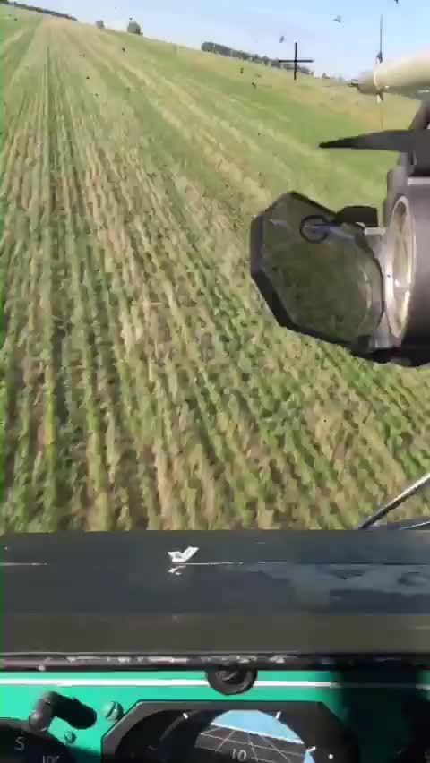 """Ka-52""""短吻鳄""""武装直升机超低空飞行"""