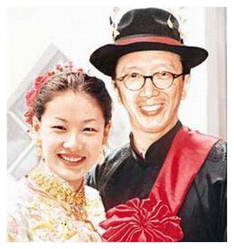 41岁伏明霞嫁香港豪门发福!为67岁老公梁锦松生2子1女,大女儿17岁