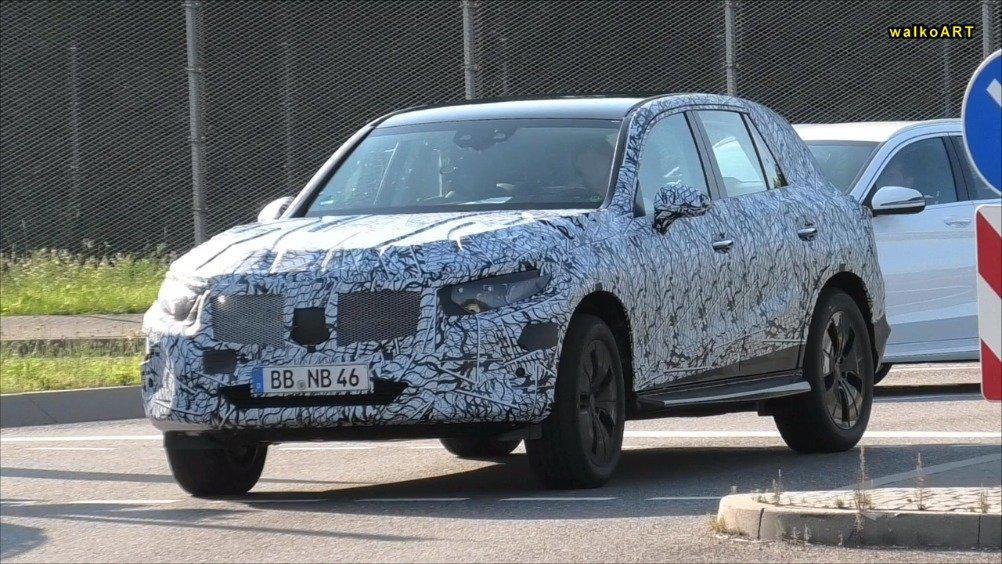 视频:全新奔驰GLC路试视频,新车预计2021年发布。(walkoARTvideos )