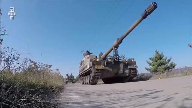 韩国陆军展示K9榴弹炮自动装弹机装填弹药的过程!
