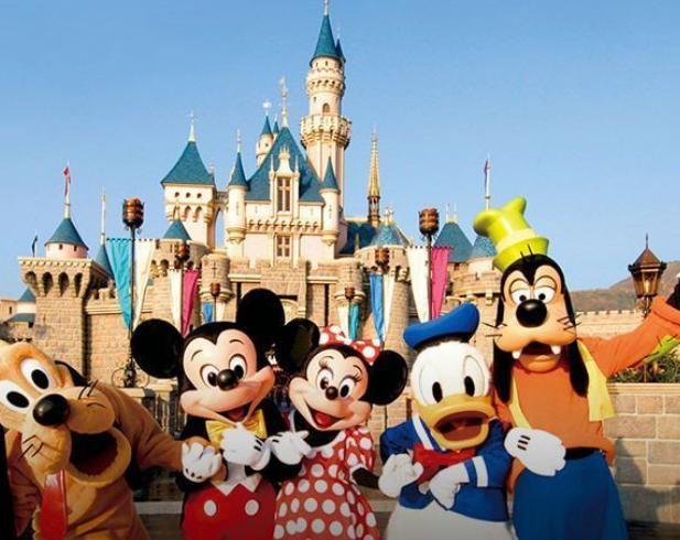 带着家人去上海旅游,第一天你会选择迪士尼还是欢乐谷