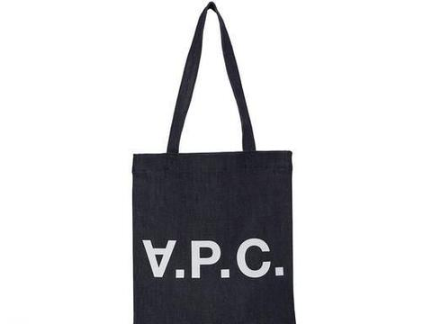不喜欢累赘的皮革包包,看看时尚编辑们青睐的Tote Bag!