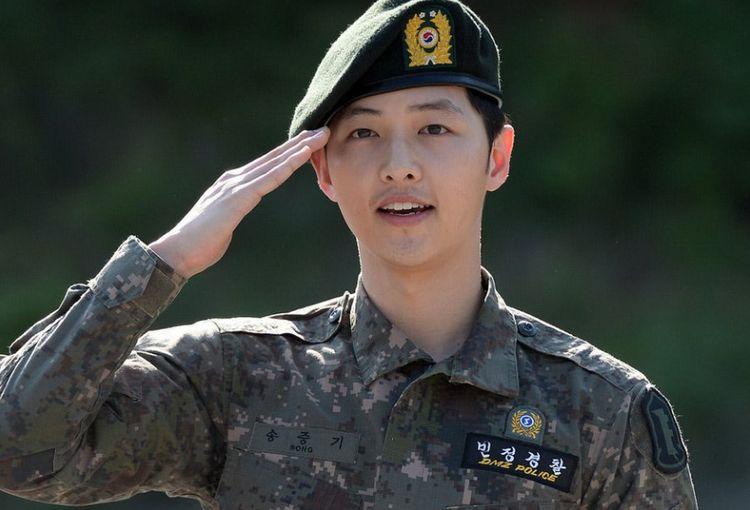 离开宋慧乔后,宋仲基在韩国娱乐圈地位下降,连同门师兄弟都看不