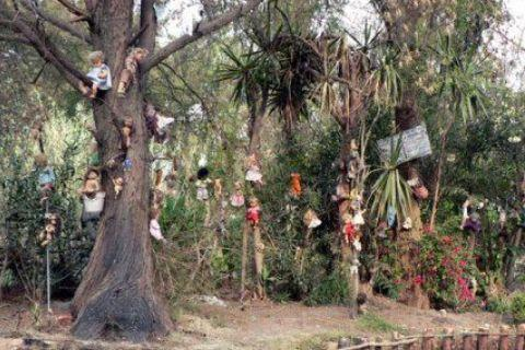 """世界上最恐怖的""""娃娃岛"""",娃娃遍布于全岛,去过的人都被吓哭"""