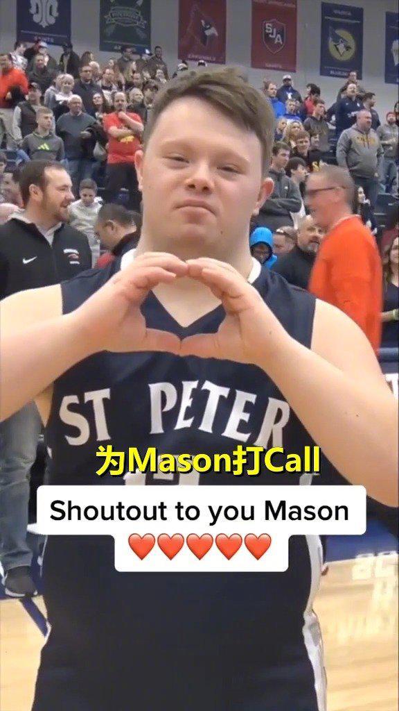 患有唐氏综合征的男孩Mason参加篮球比赛……
