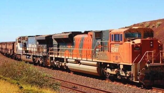 世界上最长的火车,长度达到了7353米,需要用8个车头拉