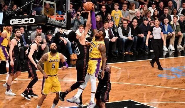 都说詹姆斯上篮势不可挡,还能挂人上篮,但这几人却能轻松阻挠