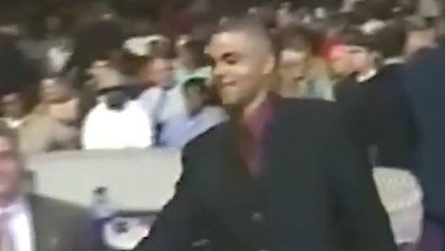 2001年的今天,马刺在首轮第28顺位选中托尼-帕克