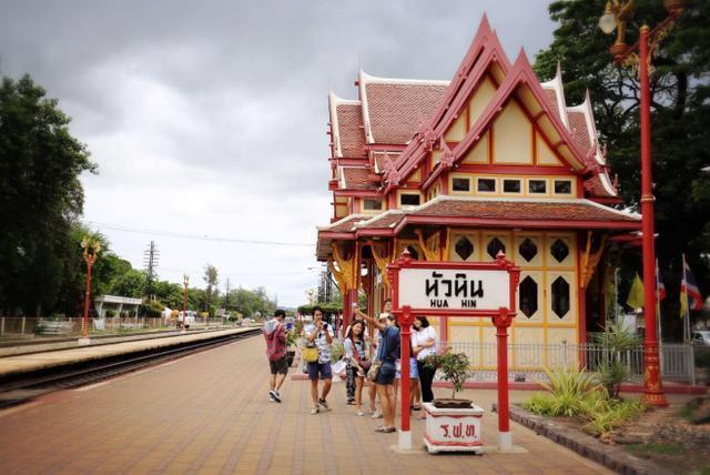 泰国华欣火车站,美的像城堡,简直就是旅途中的惊喜