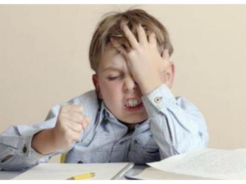 孩子学习成绩下降,不一定是学习态度问题,而是与近视有关