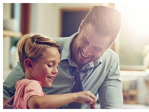 家长教育中,智慧父母一般坚持3个原则,孩子会更有出息
