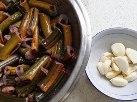 分享大菜红烧鳝段的做法,蒜粒青椒来帮忙,美味更上一层楼