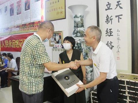 致敬抗疫英雄 湖北竹山县为武汉好人协会送来家乡茶叶