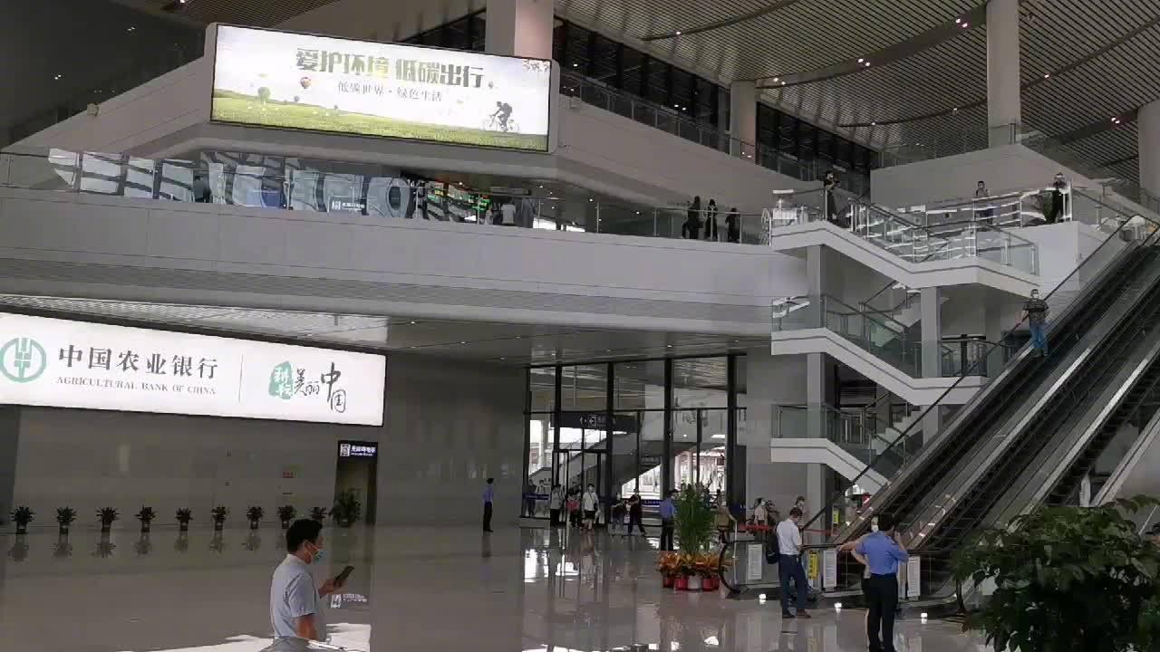 记者在现场看到,芜湖火车站西站房的新站房和配套售票处等……