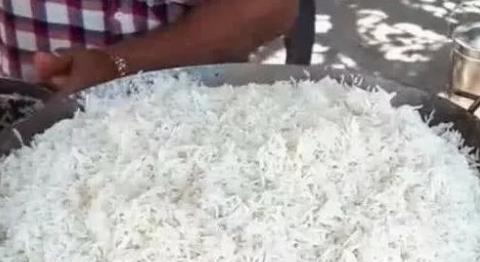 泰国留学生不满中国炒饭, 摆摊卖泰国炒饭, 如今竟成了这样