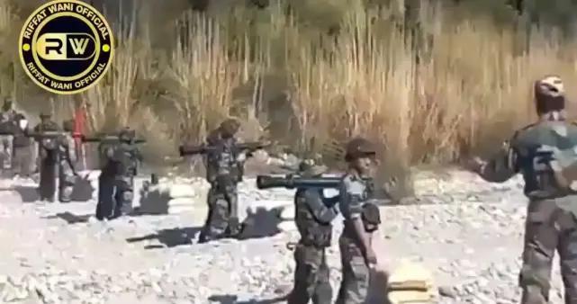 印军训练出现惊魂一幕!致命武器突然爆炸,士兵差点尸骨无存