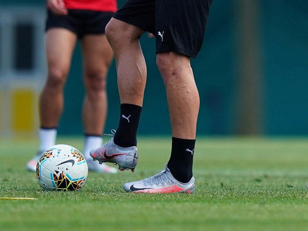 伊布拉希莫维奇练习上脚Nike Mercurial战靴